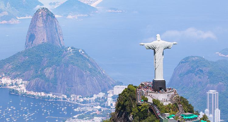 キリスト像が見守る美港都市