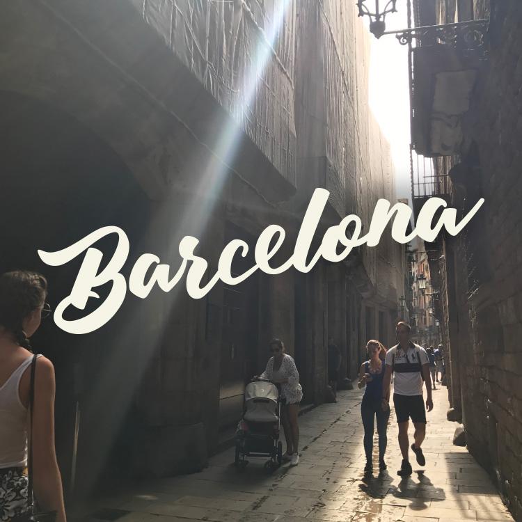 曲がりくねった路地裏から。バルセロナをめぐる旅