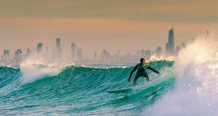 世界中のサーファーが集うサーファーズパラダイス